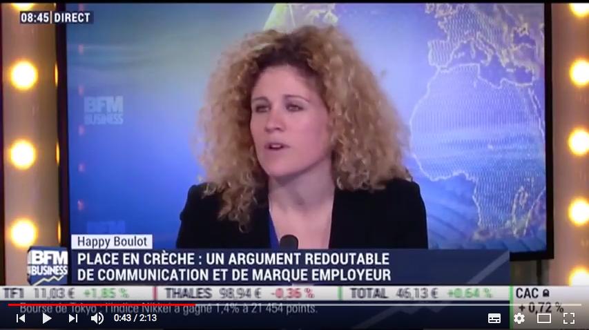 Capture d'écran du reportage télé de BFM Business expliquant le service maplaceencrèche dans l'emission Happy Boulot