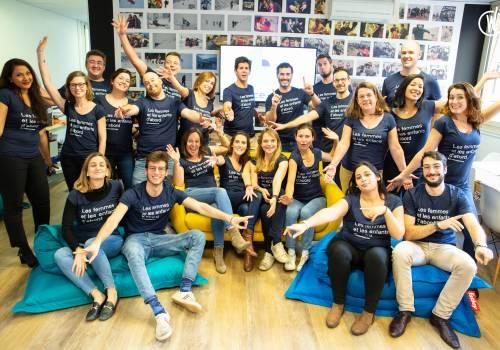 Photo équipe maplaceencreche avec t-shirt les femmes et les enfant d'abord