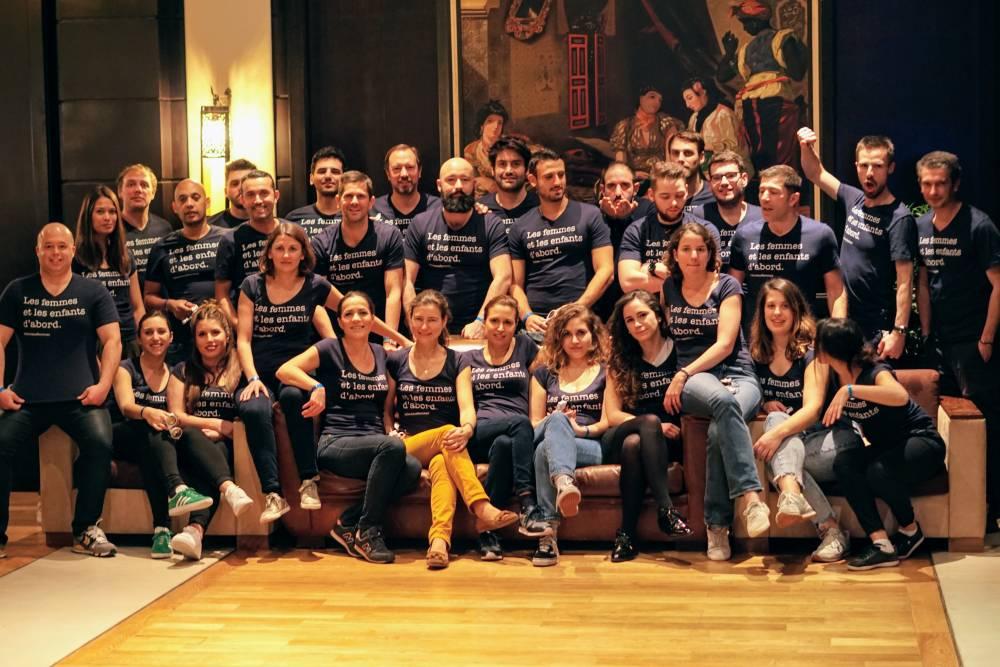 """Toute l'équipe maplaceencrèche avec le tshirt """"les femmes et les enfants d'abord"""" de notre mission sociale et sociétale"""