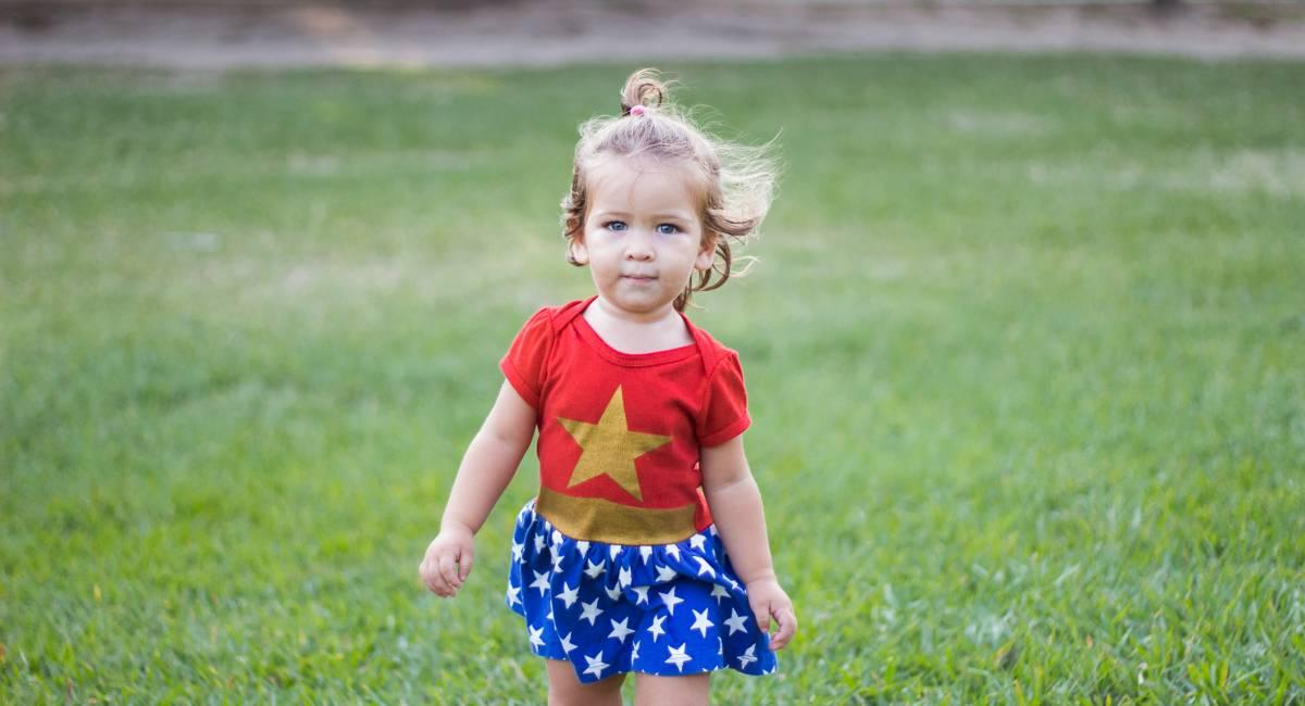 Petite fille costume de super heroine