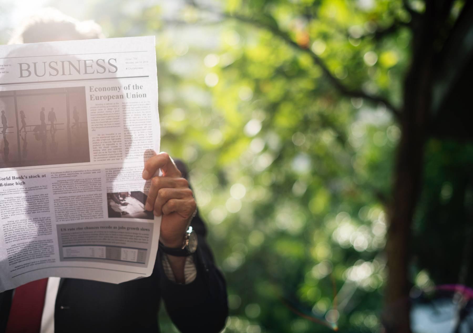 Lire la presse et se tenir informé des évolutions sociétales de la famille